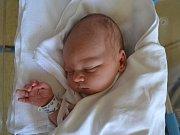 HUGO ŠPINDLER svým příchodem na svět potěšil rodiče Lucii a Jana Špindlerovi. Chlapeček se narodil 13. května v 8:29 s váhou 3500 gramů a délkou 51 cm. Tatínek statečně asistoval u porodu. Doma se těšil na bráchu starší Dominik.