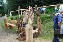 Proměny dřeva - řezbářské sympozium ve Skuhrově nad Bělou.