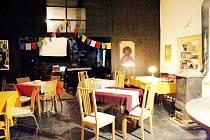 Posezení v příjemném rodinném prostředí i množství kulturních akcí rozličných žánrů nabízí Stará hospoda Chleny.