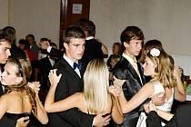 Taneční kurzy se pořádají téměř ve všech větších městech Rychnovska. Jejich nedílnou součástí je také společenská výchova