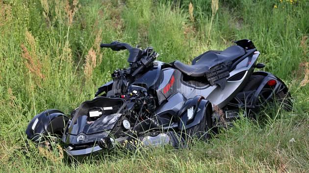 Střet motocyklu s osobním automobilem v Týništi nad Orlicí.