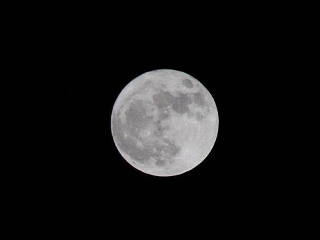 Měsíc byl nejblíže Zemi za osmnáct let
