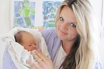 VIKTORIE STOLÍNOVÁ: Rodiče Markéta Skořepová a Jan Stolín z Dobrušky se radují z dcery. Holčička se narodila 28. září v 5. 21 hodin s váhou 3,4 kg a délkou 52 cm. Tatínek byl při porodu mamince neuvěřitelnou oporou.