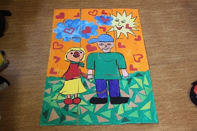 HNED S NĚKOLIKA výtvory soutěžily děti ze Základní školy v Opočenské ulici v Dobrušce, ale největší úspěch od porotců sklidili za toto  ručně vyráběné puzzle.