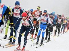 Orlický maraton přiláká o víkendu do Deštného v Orlických horách stovky vyznavačů běhu na lyžích.