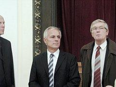 Jan Skořepa (uprostřed)
