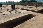 Ze záchranného archeologického výzkumu u Doudleb nad Orlicí. Průřezy na hliníku z doby jordánské kultury.