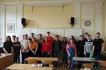 Škola trénuje angličtinu s rodilými mluvčími.
