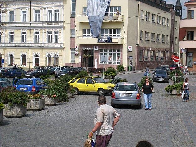 Další dopravní změny při průjezdnosti rychnovským Starým náměstím.