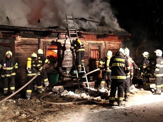 Požár ve Skuhrově nad Bělou