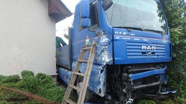 Havárie kamionu v Lípě nad Orlicí.