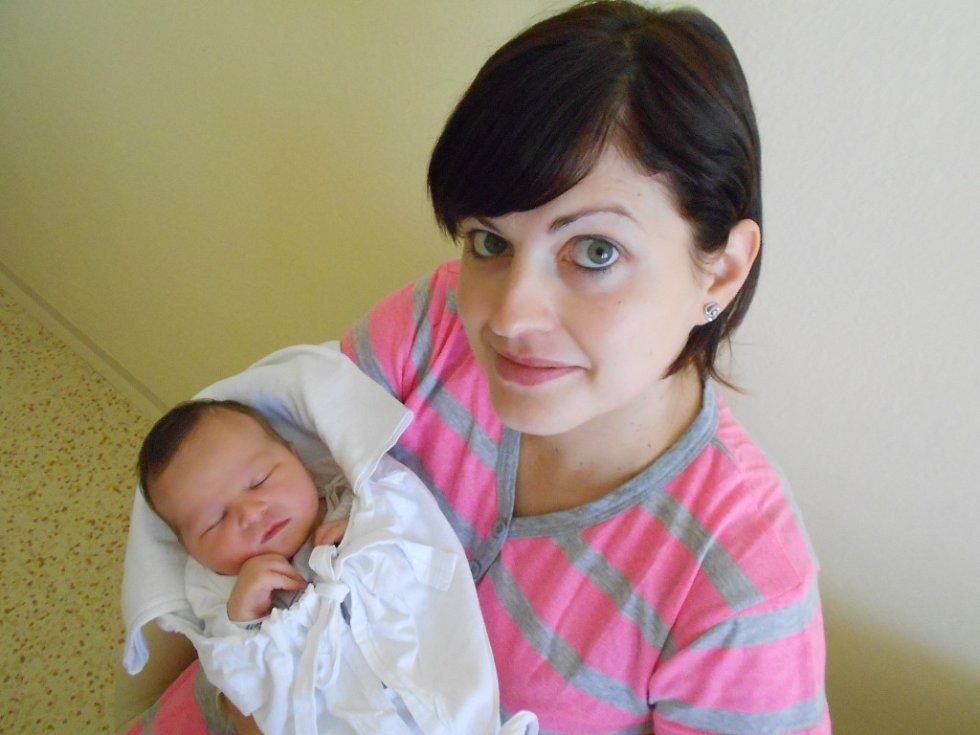 Ema Kvapilová přišla na svět 17. října 2018 ve 2.10 hodin s váhou 3 550 g a délkou 50 cm Lence a Janovi Kvapilovým z Bystřece. Tatínek byl u porodu a zvládl to. Z miminka má radost i bráška Sebastian.