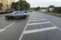Opilý řidič vyjížděl od autobusového nádraží, vyrazil směrem na Vamberk, narážel do okolních aut.