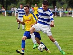 Fotbalisté Dobrušky (žluté dresy) po výhře v Lípě nad Orlicí  přivítají v sobotním pohárovém duelu Třebeš.