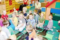 Výuka cizích jazyků, především angličtiny, je v mnoha mateřských školách zcela běžná. Předškolní děti se hravou formou seznamují s jinou řečí, což se jim při dobré píli osvědčí při dalším studiu