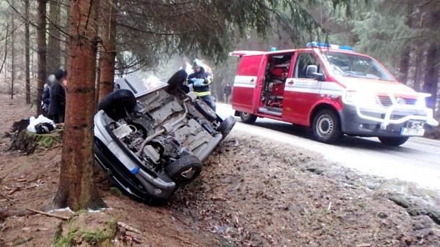 Havárie osobního automobilu u obce Černíkovice.