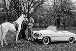 Nejslavnější český kabriolet, který ve světě proslavily i fotografie uřadující Miss USA za rok 1957 Charlotte Sheffieldové, slavíl letos 60. narozeniny.