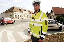 Silnici hlídají papíroví policisté