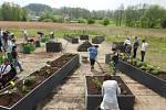 Centrum Orion má novou zahradu i díky zaměstnancům strojírenské firmy.