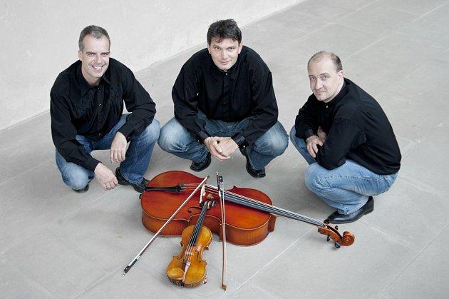 TRIO MARTINŮ vystoupilo v rychnovské synagoze. Zleva: Pavel Šafařík,  Jaroslav Matějka a Petr Jiříkovský.