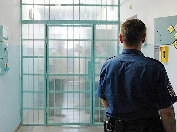 Pět dnů stačilo rychnovským kriminalistům spolu s policisty obvodního oddělení Kostelec n. O. na objasnění nočního loupežného přepadení v Kostelci nad Orlicí.