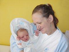 DOMINIKA ODSTRČILOVÁ se narodila rodičům Veronice Kubové a Petru Odstrčilovi ze Svitav. Na svět se poprvé podívala 20. března ve 13.07 hodin s váhou 3,1 kg a délkou 48 cm. Tatínek to u porodu zvládl výborně.