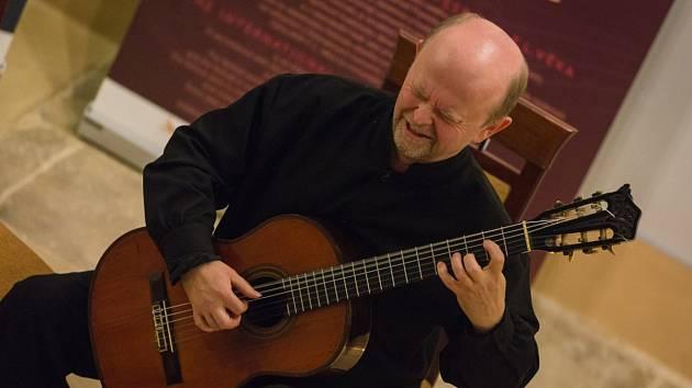 Kytarista Pavel Steidl