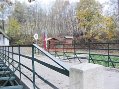 JEDEN Z OPRAVENÝCH BARTOŠOVICKÝCH mostů, díky němuž se zjednoduší provoz na česko-polské hranici. Na kvalitu mostů a silnic si stěžovali nejen obyvatelé obce.