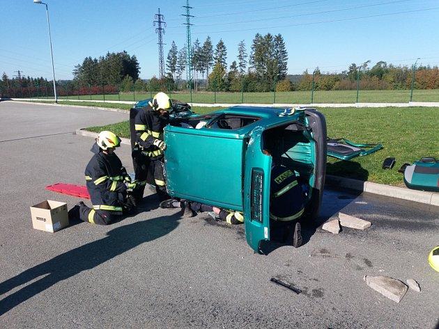 Dobrovolní hasiči prošli kurzem zdravotních znalostí.