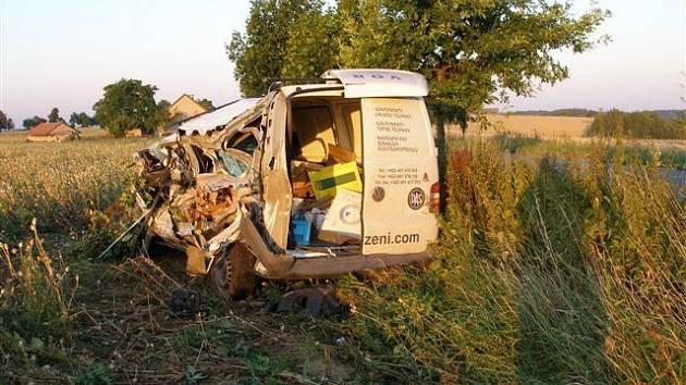 Dopravní nehoda nákladního a dodávkového vozidla se stala 29. 7. 2008 u obce Libel na Rychnovsku. Hasiči na místě poskytli předlékařskou pomoc jedné zraněné osobě a zajistily vozidla proti požáru.