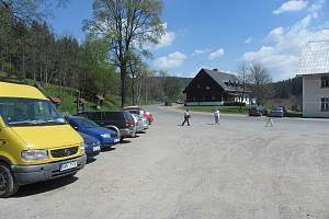 Kapacita současného parkoviště je vzhledem k návštěvnosti hodně omezená.