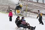 V sobotu 2. ledna zahájilo sjezdařskou sezonu Skicentrum v Deštném v Orlických horách.