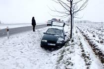 Havárie osobního automobilu u obce Libel.