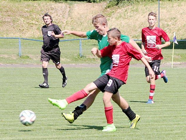 KDO S KOHO? V utkání krajského přeboru starších žáků tým Kostelec/Častolovice porazil Rychnov nad Kněžnou 6:1.