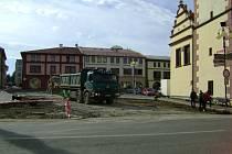 Náměstí v Dobrušce prochází změnami.