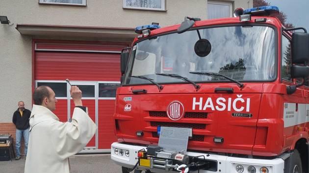 Olešnickou cisternu uvedli hasiši slavnostně do chodu.