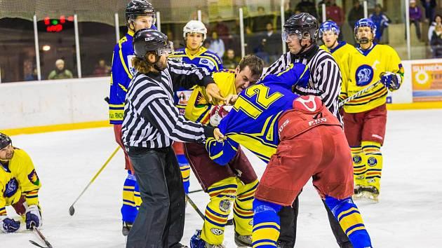 Z okresního hokejového derby Semechnice - Opočno