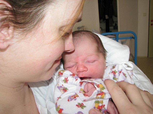 Milan: Rodiče Romana Šohajová a Milan Marek přivedli na svět syna Milana, který se narodil 16. 3. v 16.43 hodin (3,46 kg a 50 cm). Doma se na brášku těší dvě sestry Maruška a Danuška.