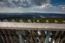 Vyhlídková plošina rozhledny na nejvyšším vrcholku Orlických hor opět láká návštěvníky