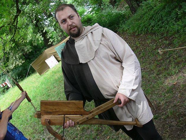 Pavel Zářecký se svou kuší.