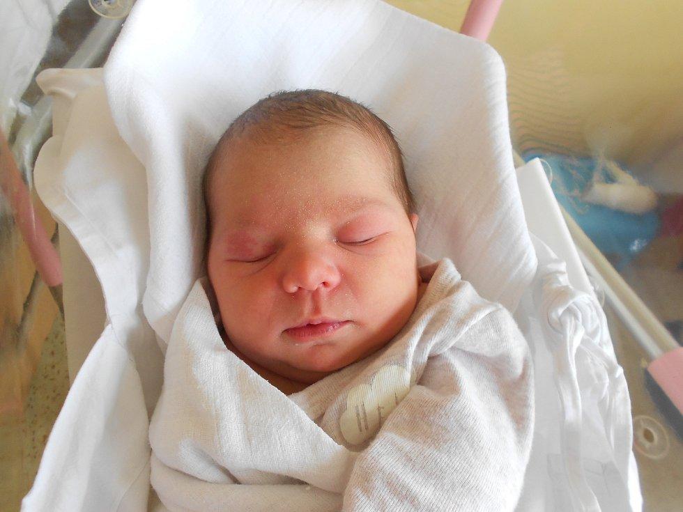 Amálie Tschöpová poprvé vykoukla na svět 13. 1. 2021 v 11:50 hodin. Vážila 3 810 g a měřila 51 cm. Rodiče Tereza a Jakub Tschöpovi jsou z Dobrušky. Na Amálii doma čeká sestřička Eliška. Tatínek byl u porodu velkou oporou.