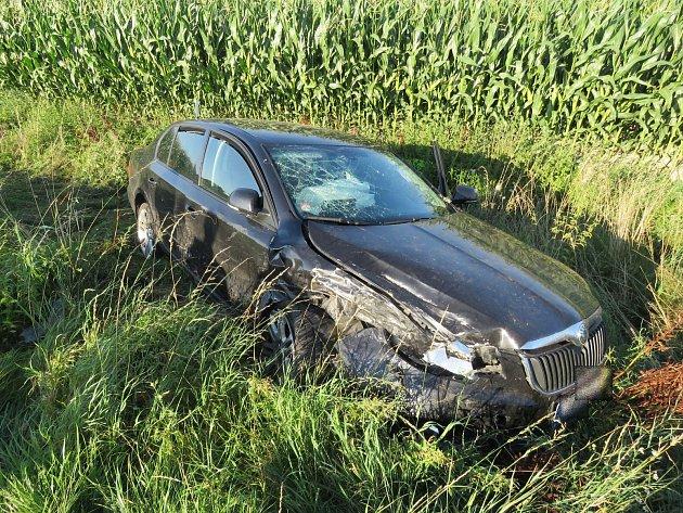 Nehoda u Dobruška - tři lidi ve špitálu a škoda 250 tisíc