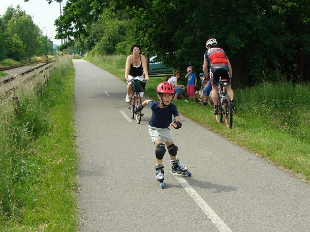 ZÁVOD O DOUDLEBSKOU BRUSLI se konal v neděli na zdejší cyklostezce . Zúčastnili se ho děti i dospělí.