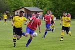 Jediný gól rozhodl o těsné výhře B-týmu Kostelce nad Orlicí (červené dresy) nad Zdelovem v dohrávce sedmnáctého kola Okresního přeboru II. třídy na hřišti v Albrechticích nad Orlicí.