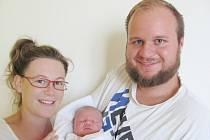 ONDŘEJ HLOUCAL: Manželé Nikola a Aleš Hloucalovi z Hradce Králové se radují ze syna. Světlo světa poprvé spatřil 22. září ve 12. 33 hodin s váhou 3,85 kg a délkou 52 cm. Tatínek byl u porodu úžasný a zvládal to statečně.