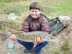 ÚPLNOU NÁHODOU SE PODAŘILO mladému rybáři Zdeňku Dragúňovi z Ohnišova chytit výstavního candáta.