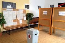 Volební místnosti v Kostelci před svým uzavřením