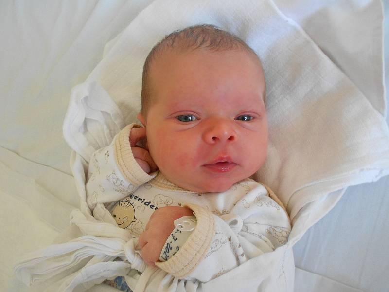 OLÍVIE KOUKOLOVÁ přišla na svět 26. července v 19.46 hodin. Měřila 53 cm a vážila 4100 g. Nejvíce potěšila své rodiče Dorotu Vozdekovou a Tomáše Koukola z Hodkovic. Doma se těší sestřička Rozárka. Tatínek byl u porodu mamince velkou oporou.