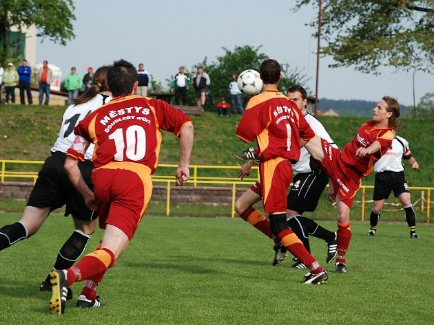 Okresní derby v krajském přeboru Rychnov - Doudleby (0:0).
