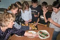 První stupeň Základní školy ve Voděradech absolvoval projektový den na téma Vánoce.